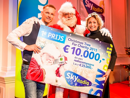 Barry Atsma en Do winnen Christmas Tree For Charity
